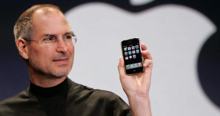 20-steve-jobs-presenta-el-primer-iphone-de-la-historia