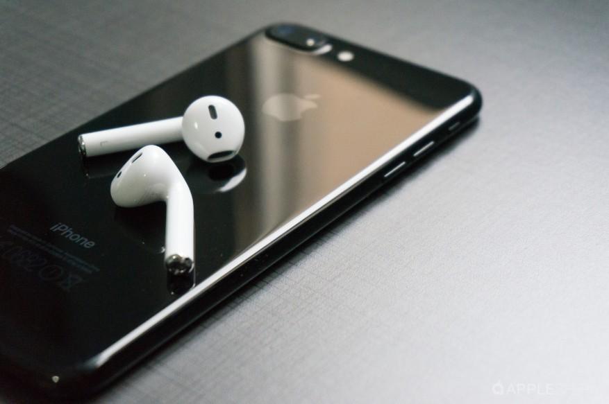 iphone airpods.jpg
